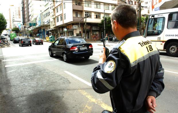 Fiscalização de Trânsito de Caxias terá medidor de transparência de películas Roni Rigon/