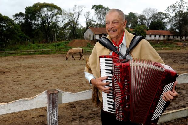 Músico Adelar Bertussi morre aos 84 anos Daniela Xu/