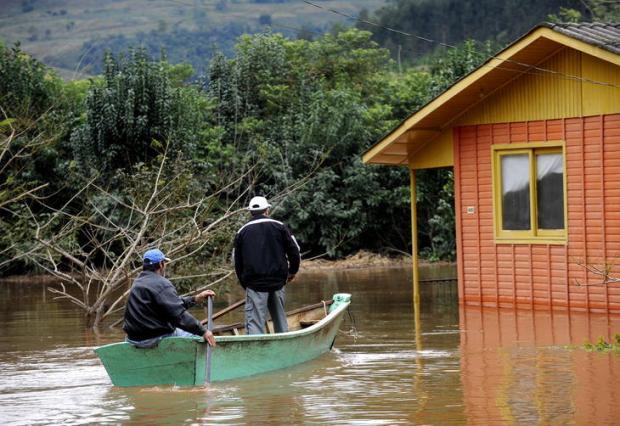 Rio Taquari invade casas em Santa Tereza Daniela Xu /