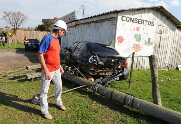 Vento de mais de 100km/h provoca estragos em Santa Maria Claudio Vaz/