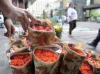 Prefeitura de Caxias apreende mais de 80 maços de flores no centro Juan Barbosa /