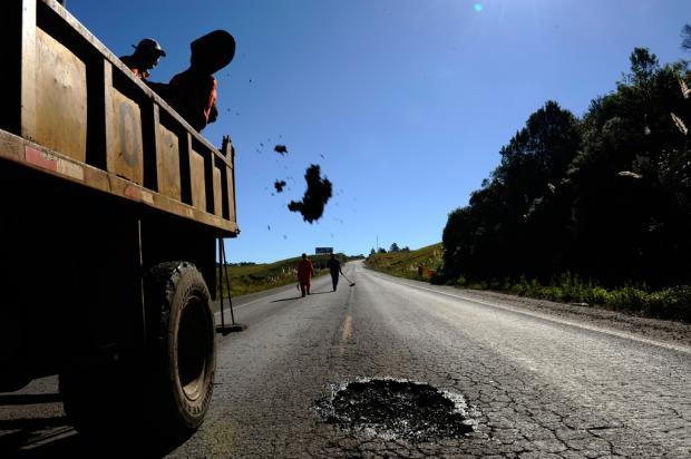 Buracos são tapados na Rota do Sol, entre Caxias do Sul e São Francisco de Paula  Maicon Damasceno /