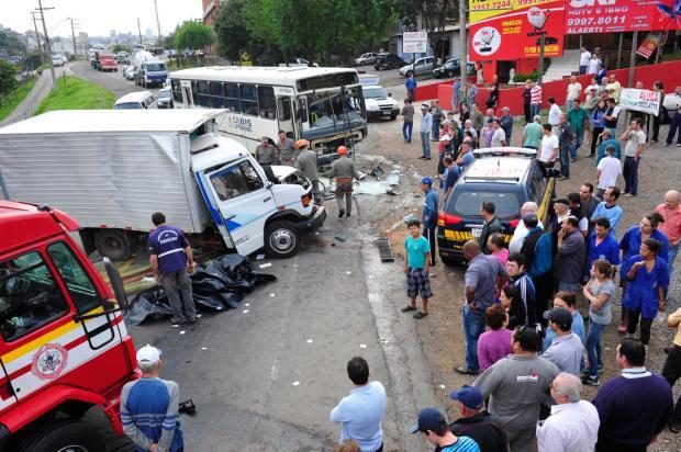 Motorista morre em acidente de trânsito na BR-116, em Caxias do Sul Roni Rigon/