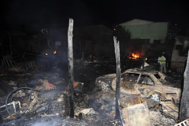 Incêndio mata três irmãos e queima cerca de 20 casas em Caxias do Sul Roni Rigon/Agencia RBS