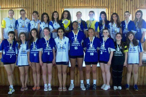 Escola Santa Catarina tem um título e dois vices no handebol feminino Isabel Spies, divulgação /