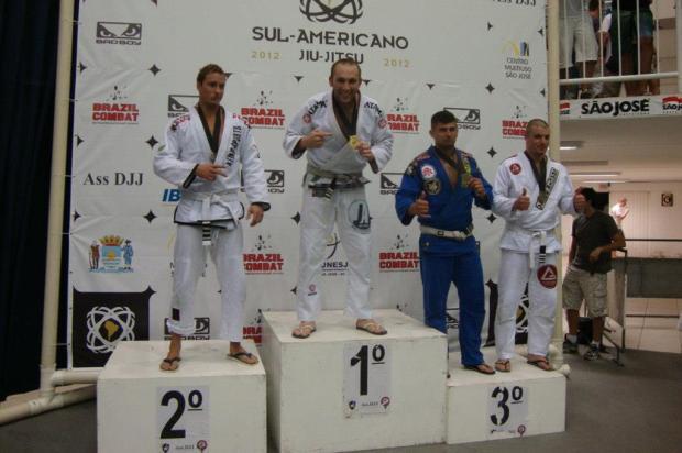 Caxiense conquista título sul-americano no jiu jitsu Divulgação /