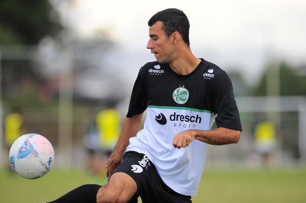 Apelidado de Seu Madruga pelos companheiros, Diogo Oliveira é o maestro do invicto Juventude  Porthus Junior, Agência RBS/
