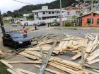 Caminhão atinge dois carros no bairro De Zorzi, em Caxias do Sul Porthus Junior/Agencia RBS