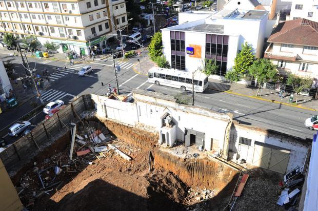 Uma semana após parede ter desmoronado, obra em prédio no Centro de Caxias do Sul permanece embargada Porthus Junior /Agência RBS