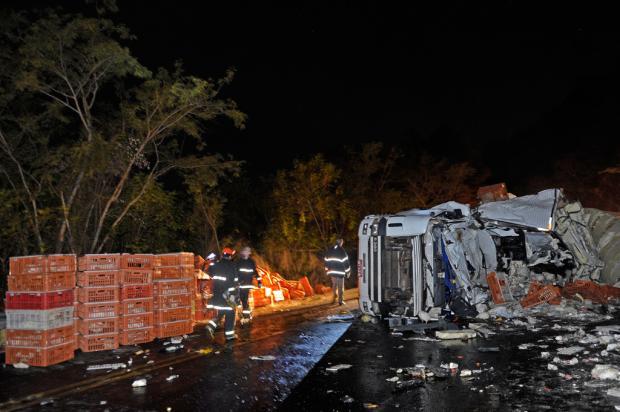 Acidente envolvendo três caminhões deixa dois mortos na ERS-122, entre Flores da Cunha e Antônio Prado Juan Barbosa, Agência RBS/