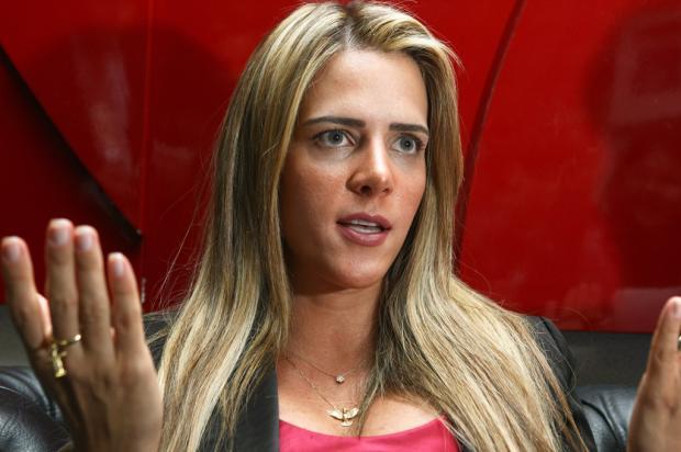 Furacão da CPI, Denise Rocha é filmada fazendo sexo à beira da piscina, diz jornal Sérgio Lima/ Folhapress/