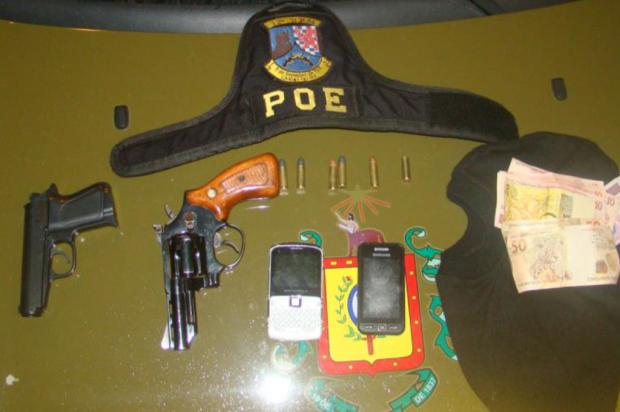 Foragidos são presos com carro roubado em Caxias do Sul Brigada Militar/ Divulgação/