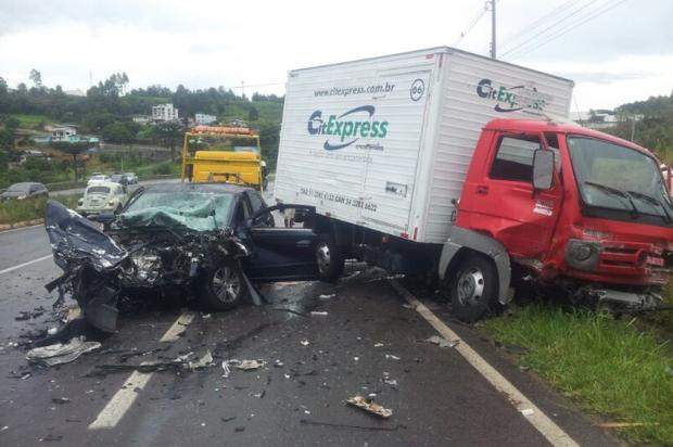 Duas pessoas morrem em acidente envolvendo quatro veículos na ERS-122, em Farroupilha Eliane de Brum, agência RBS/