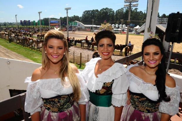 Soberanas da Festa da Uva de Caxias prestigiam abertura do 30º Rodeio Crioulo de Vacaria Jonas Ramos/Especial