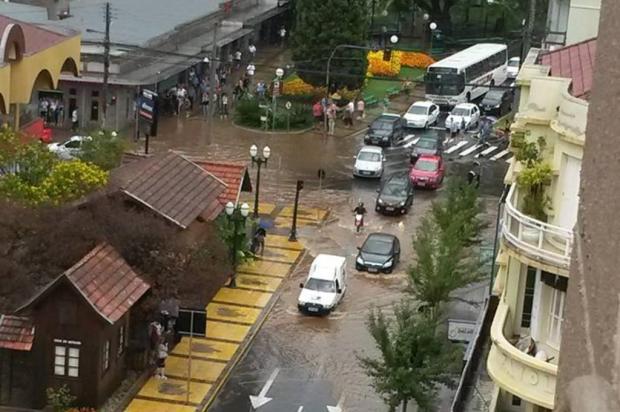 Chuva de granizo atinge Bento Gonçalves e provoca alagamentos Marcelo Piccoli/Leouve/Especial