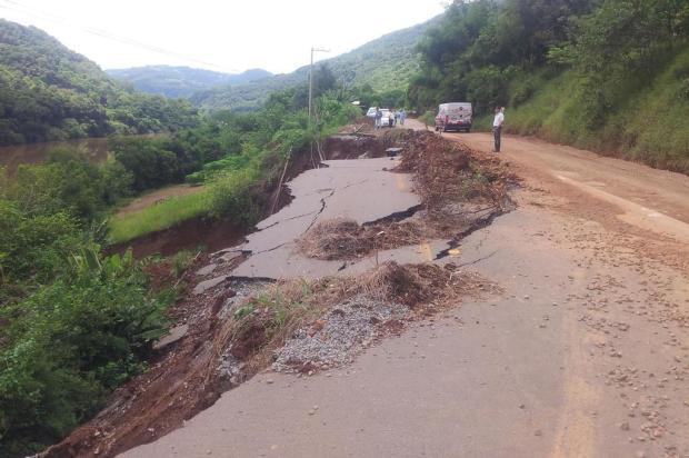 Obras na ERS-431, que liga Bento a Guaporé, deixam trânsito interrompido Raquel Fronza/Especial/Pioneiro