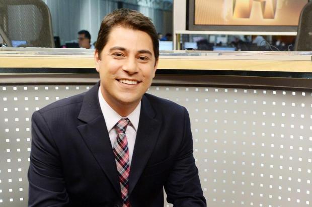 Evaristo Costa vai cobrir férias de Tadeu Schmidt