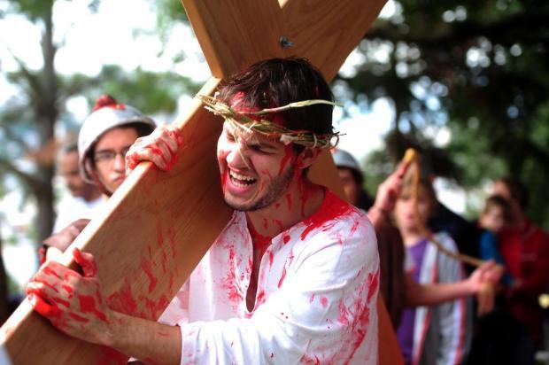 Jovem de 18 anos interpreta Jesus na Via Sacra em Caxias do Sul Jonas Ramos/Agencia RBS