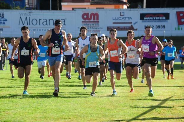 Circuito Brisa de Corridas reúne cerca de 600 atletas em Flores da Cunha Roni Rigon/Agencia RBS
