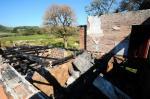 Famílias deixam casas por medo de incêndios no interior da Serra