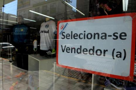 Número de vagas temporárias no comércio de Caxias deve cair 30%  (Roni Rigon/Agencia RBS)