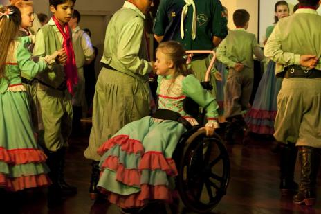 Conheça Thaine, a prendinha que dança sobre rodas (Arquivo Pessoal/Arquivo Pessoal)
