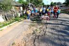 """Protesto """"comemora"""" um ano de buracos de rua em Esteio Bruno Alencastro/Agencia RBS"""