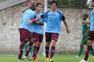 Com gol de Charles, Caxias vence jogo-treino contra o Sindicato dos Atletas por 1 a 0 Felipe Nyland/Agencia RBS