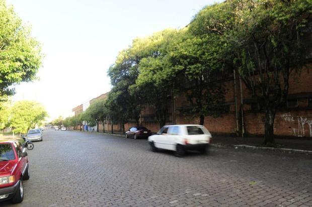Problemas de drenagem podem inviabilizar asfaltamento da rua que receberá o Carnaval de Caxias do Sul Porthus Junior/Agencia RBS
