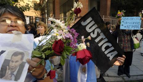 Promotor argentino é sepultado em meio ao mistério sobre sua morte (ALEJANDRO PAGNI/AFP)