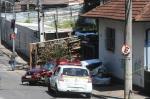 Veja imagens do acidente entre um caminhão desgovernado e cerca de 10 carros estacionados