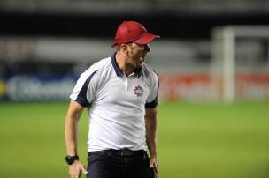Após goleada, gerente de futebol direciona críticas aos atletas e Paulo Turra lamenta erros infantis do Caxias Jonas Ramos/Agencia RBS