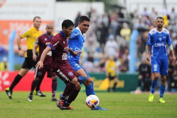 Caxias perde para o Novo Hamburgo e está rebaixado para a segunda divisão do futebol gaúcho Porthus Junior/Agencia RBS
