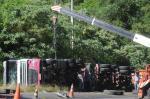 Caminhão tomba e interrompe trânsito na ERS-122, em Farroupilha