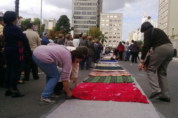 Corpus Christi, em Caxias, tem tapete de cobertores Rozana Ellwanger  / Divulgação/