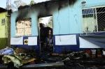 Confira fotos do incêndio destruiu uma casa no bairro Cruzeiro, em Caxias