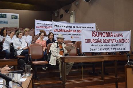 Câmara de Caxias aprova prorrogação do abono salarial de 60% para médicos (Renata Chies/Divulgação/)