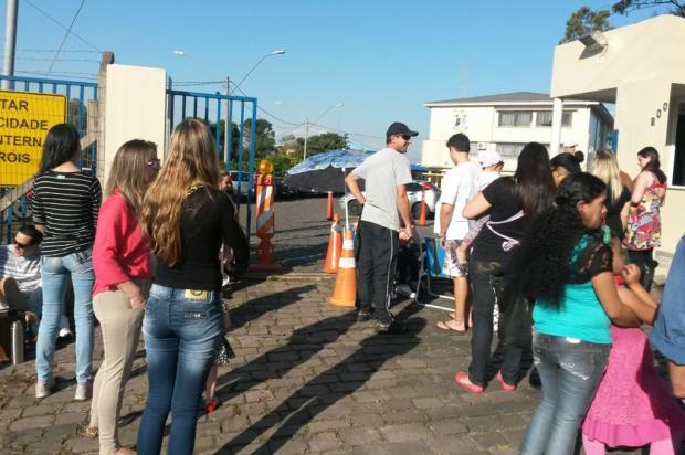 Familiares de policiais e servidores da Brigada Militar protestam contra parcelamento de salários, em Caxias Raquel Fronza / Agência RBS/