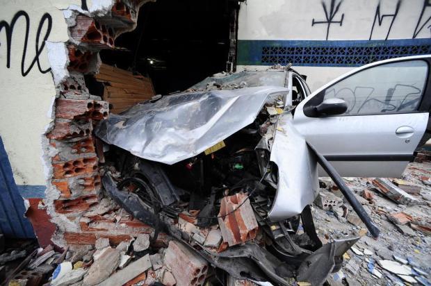 Aparador Blanco Barato ~ Carro derruba parede de loja na zona norte de Porto Alegre Pioneiro