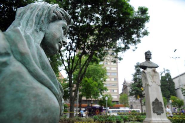 Estátua da musa de Dante Alighieri em Caxias desperta interesse pelo épico A Divina Comédia Felipe Nyland/Agencia RBS