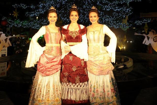 Conheça os detalhes dos trajes oficiais da rainha e das princesas da Festa  da Uva Felipe 323099cd1155