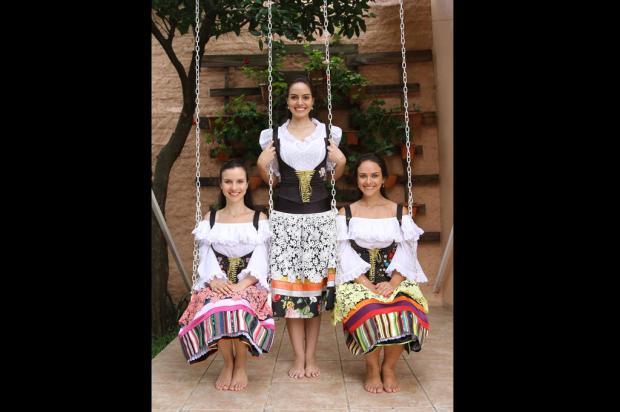 Soberanas da Festa da Uva apresentam trajes de verão no final de semana  Antonio Lorenzett   ecd64cc9b291