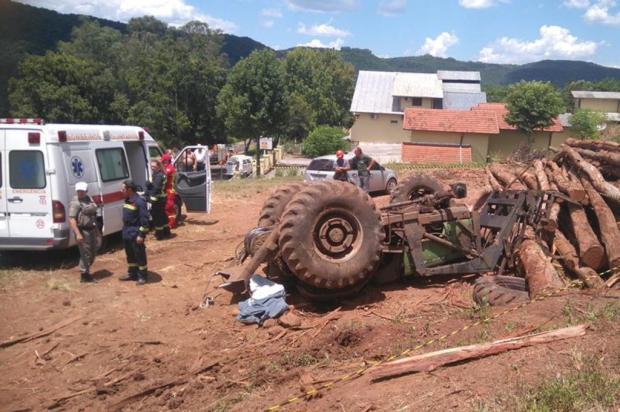 Identificado homem que morreu ao tombar trator na ERS-235, em Nova Petrópolis Jéssica Loesch/Jornal A Ponte