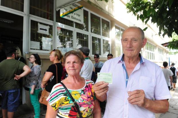 Em Caxias, idosos com mais de 70 anos estão na fila do Cartório Eleitoral por falta de informação Roni Rigon/Agencia RBS