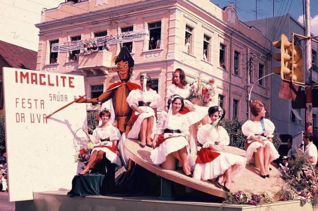 Memória: Industrial Madeireira na Festa da Uva de 1965 Hildo Boff/acervo pessoal de Ricardo Boff,divulgação