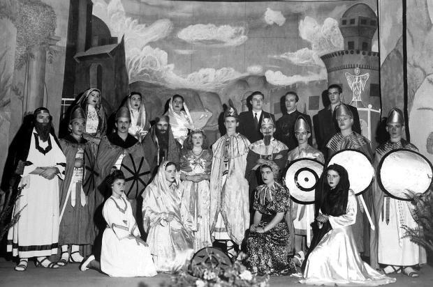 Memória: Teatro no Cine Operário de Galópolis em 1947 Reprodução/Divulgação