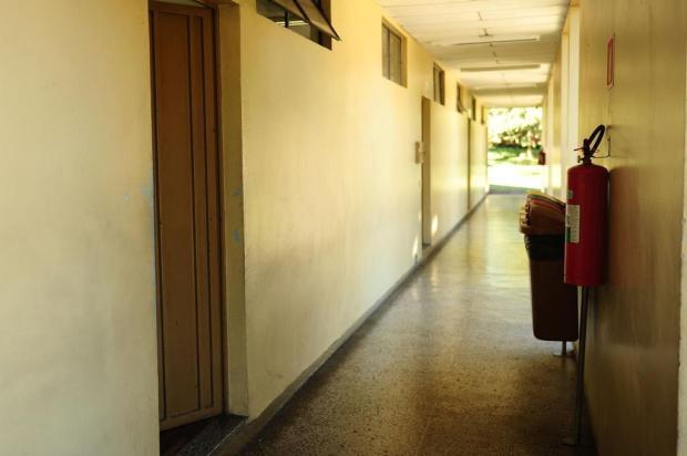 Alunos arrancam portas de salas de aula em escola de Caxias do Sul Diogo Sallaberry/Agencia RBS