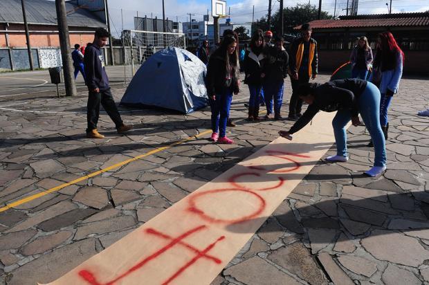 Alunos do Apolinário montam barracas e ocupam escola em Caxias do Sul Roni Rigon/ Agência RBS/