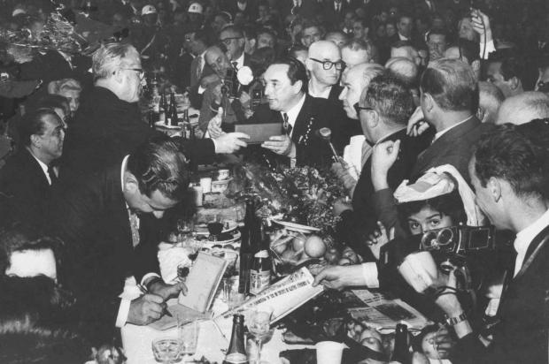 Aparício Postali e Giovanni Gronchi em 1958 Hildo Boff/Acervo pessoal de Suzana Postali Fantinel,divulgação