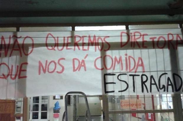 Alunos denunciam que escola ocupada em Caxias tinha alimentos vencidos Reprodução/Facebook